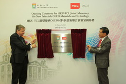 Professor Peter MATHIESON, President and Vice-Chancellor of The University of Hong Kong and Mr Dongsheng LI, Chairman and CEO of TCL Corporation unveiling the plaque for the opening of HKU-TCL Joint Laboratory for New Printable OLED Materials and Technology.